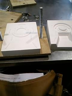 二枚の石膏の型を